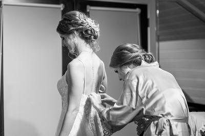 Bride getting ready at Hawkesdene in Andrews, NC near Asheville