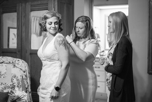 Bride and friends getting ready for wedding at AirBnb in Burnsville NC near Asheville NC