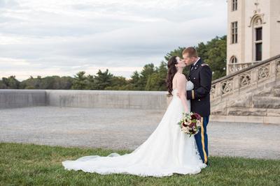 biltmore wedding couple photos kissing