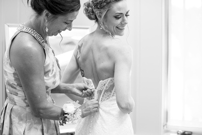 bride and mother getting ready at the nc arboretum black and white