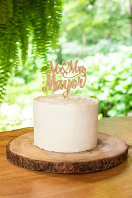 Small wedding cake at Hawkesdene wedding venue in Andrews NC near Asheville