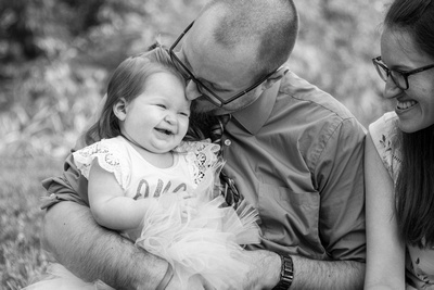 Daddy kissing baby daughter at Jump Off Rock near Hendersonville