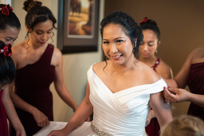 Bride getting ready with bridesmaids at The Lodge at Flat Rock in Hendersonville