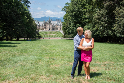 Summer engagement photos at Biltmore Estate